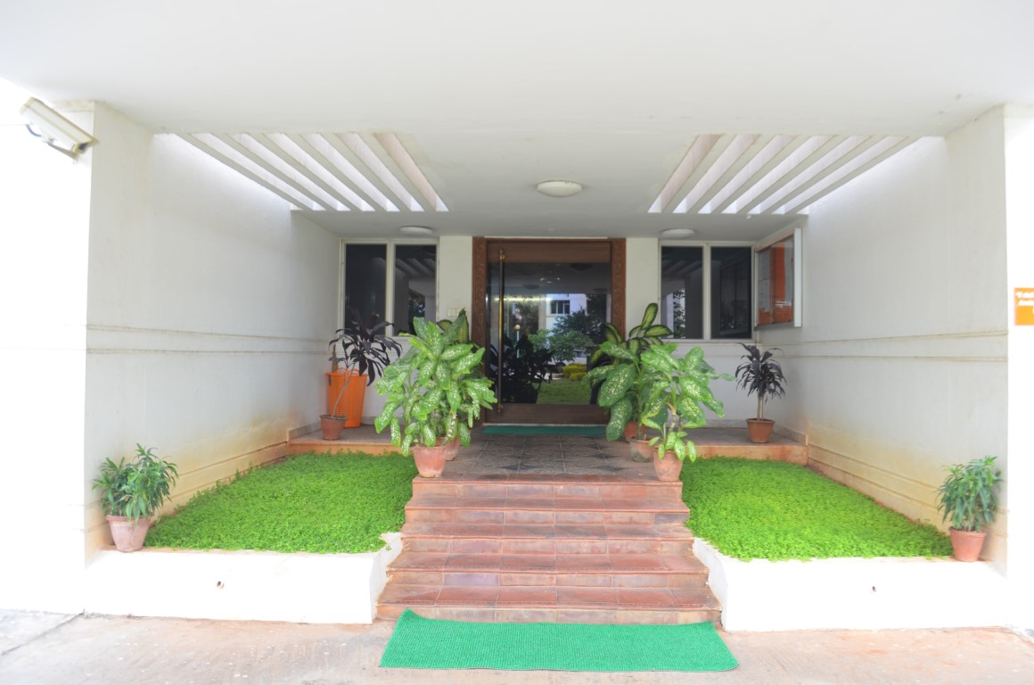 Front_Office_Entrance